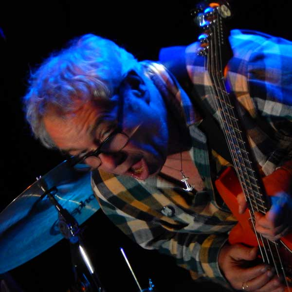 mike watt at fluc in vienna, austria on october 21, 2016. photo by hiyori minato