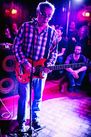 mike watt at 'king georg' in cologne, germany on october 28, 2016. photo by martin styblo