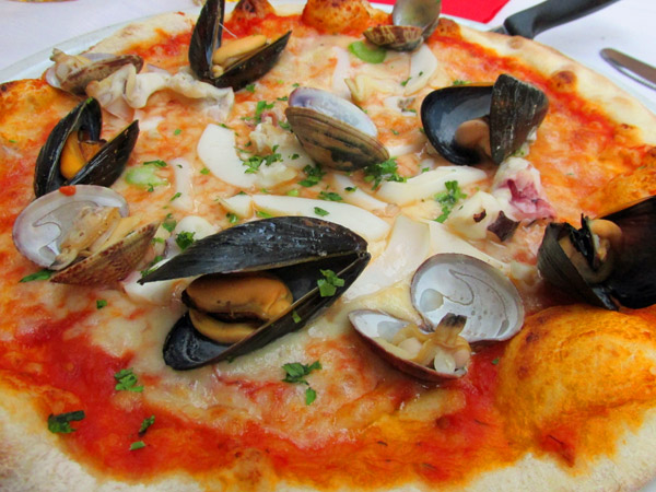 frutti di mare pizza from 'sora franca' near vatican in rome - july 3, 2013
